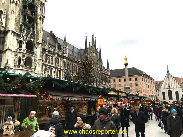 Christkindlmarkt Blick auf Mariensäule und Neues Rathaus München