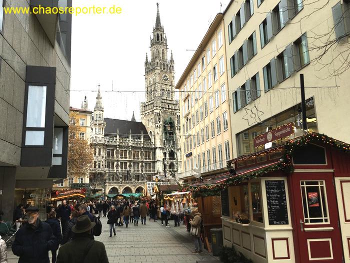 Blick von der Rosenstraße auf den Christkindlmarkt München, hier gibt es frische Suppe
