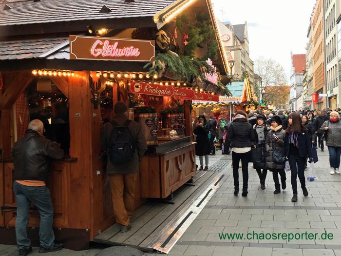 Weitere Stände in der Kaufingerstraße vom Christkindlmarkt München