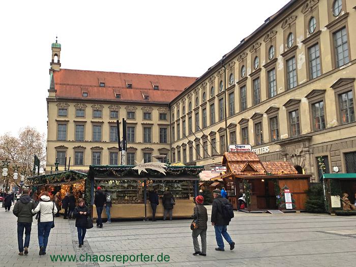 Kripperlmarkt München vor der Michaelskirche bietet alles zum Krippenbau