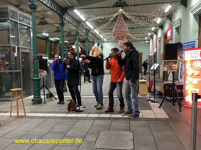 Lehrer haben Freizeit am Pasinger Bahnhof