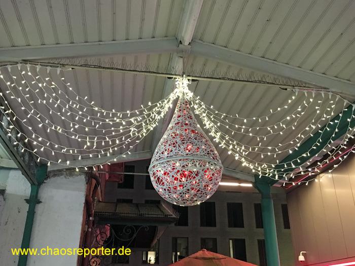 Weihnachtsdekoration am Pasinger Bahnhof
