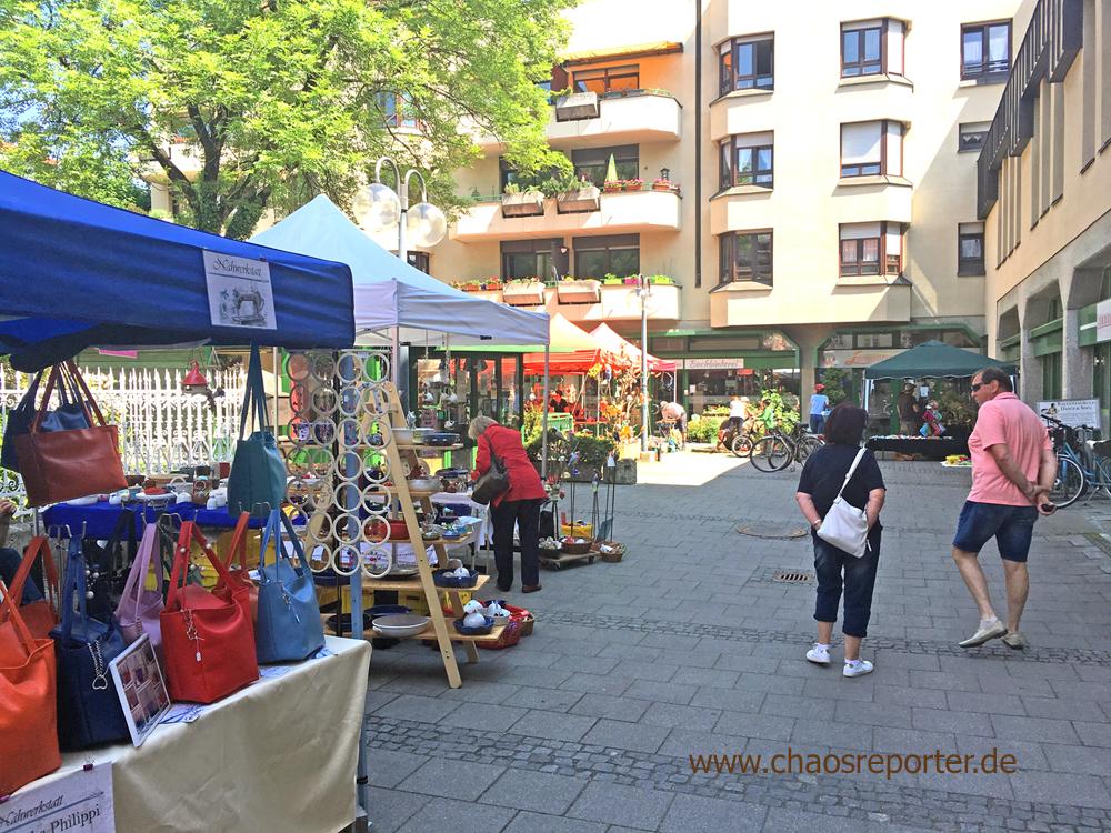 Ein Teil der Stände am Hobby Künstler Markt in Pasing