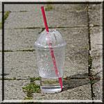 Plastikbecher eines To-Go-Cafes in München-Pasing (c) Chaosreporter.de