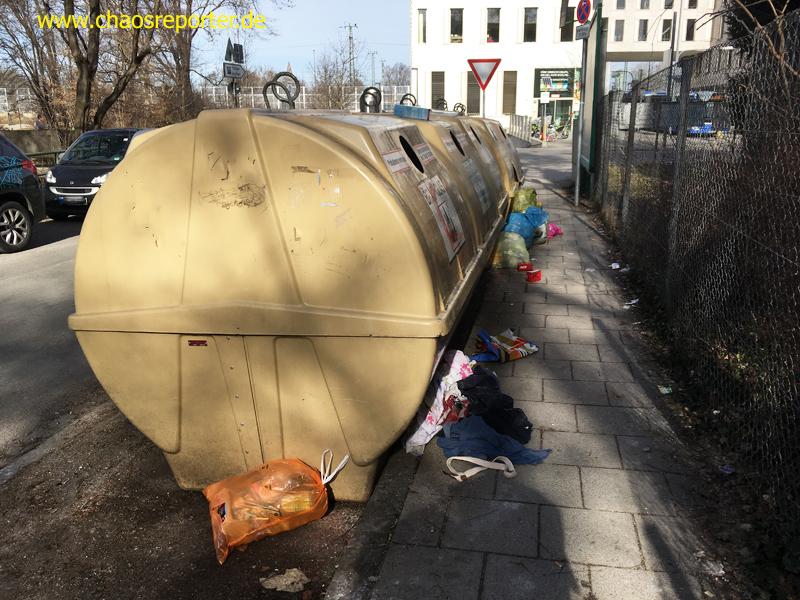Recyclingcontainer Manzinger Weg in München-Pasing an einem ganz normalen Dienstag