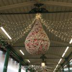 Weihnachtsdekoration im Pasinger Bahnhof