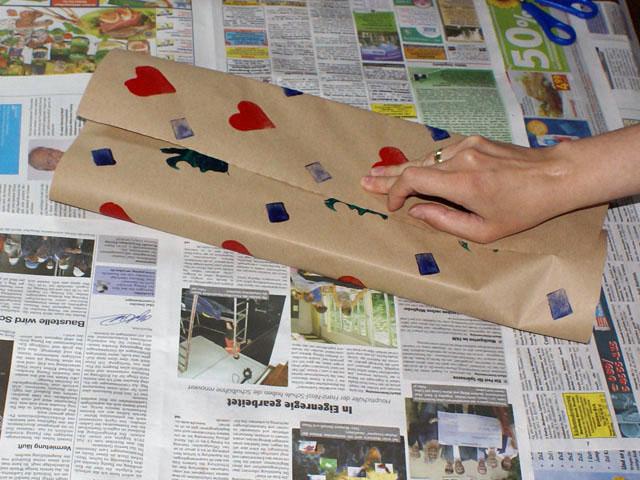 Geschenkpapier ohne Plastik mit Kartoffeldruck