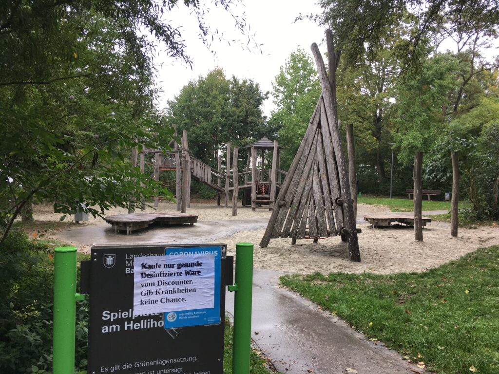 """""""Wildes Plakatieren"""" Kinderspielplatz Hellihofweg"""